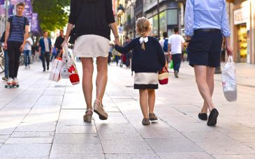 a family goes shopping in barcelona