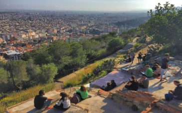 people enjoying the viewpoint from the bunkers del carmel barcelona
