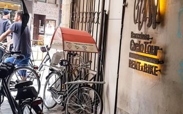 visitors get a cheap bike rental in barcelona at barcelona rent a bike
