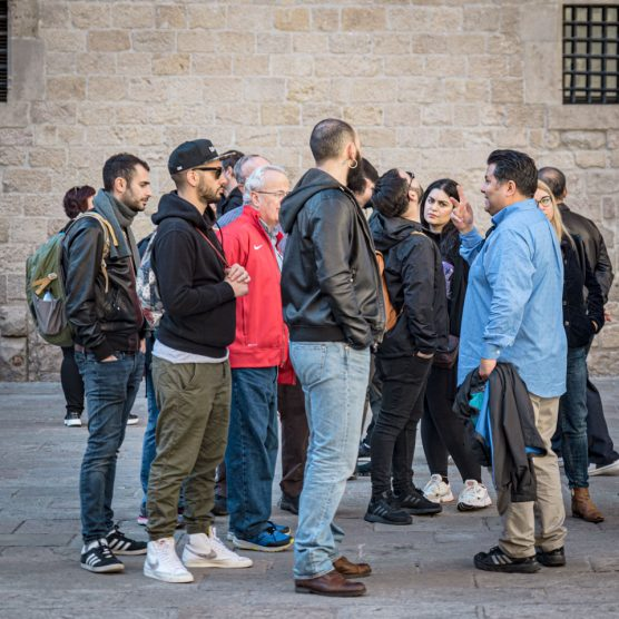 tourists listening to tour guide alvaro garza in the gothic quarter barcelona spain
